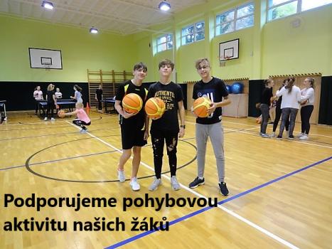 žáci v tělocvičně