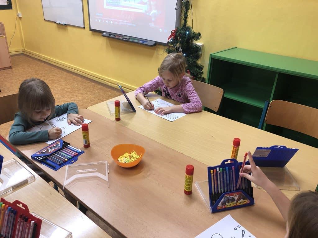 děti kreslí