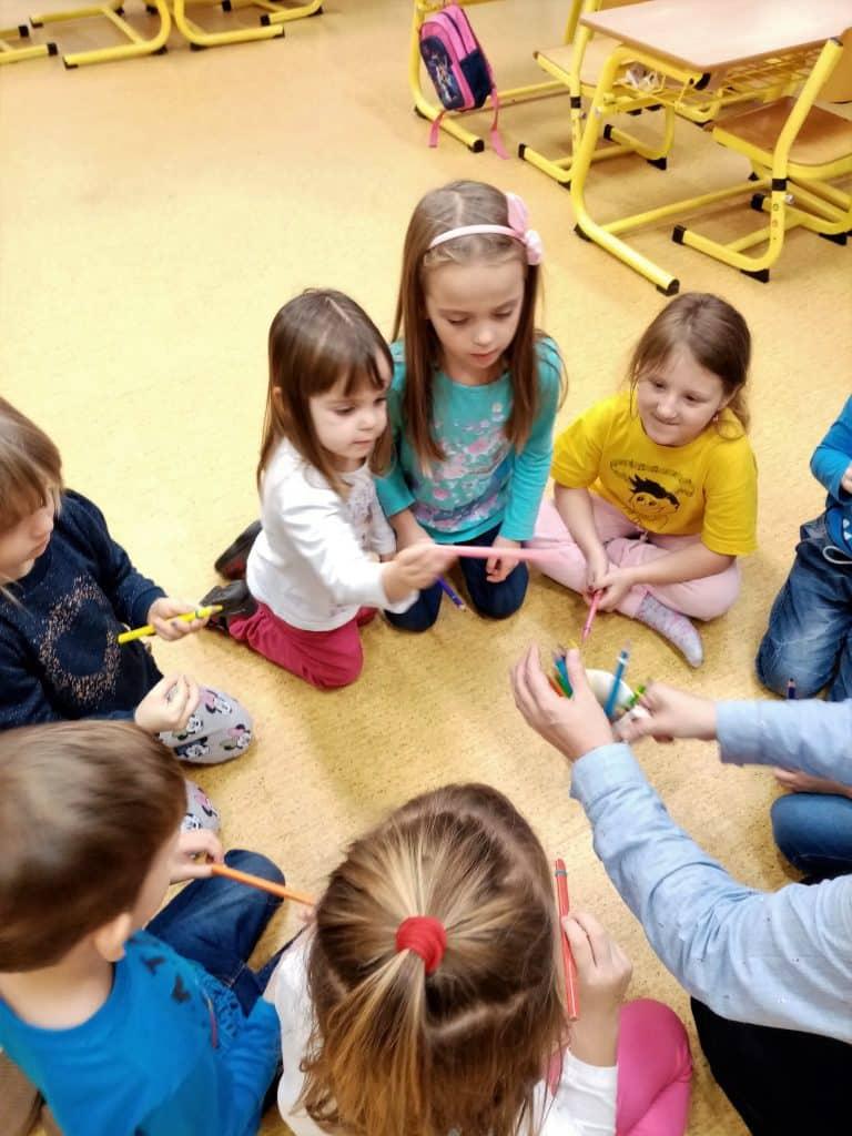děti a tužka