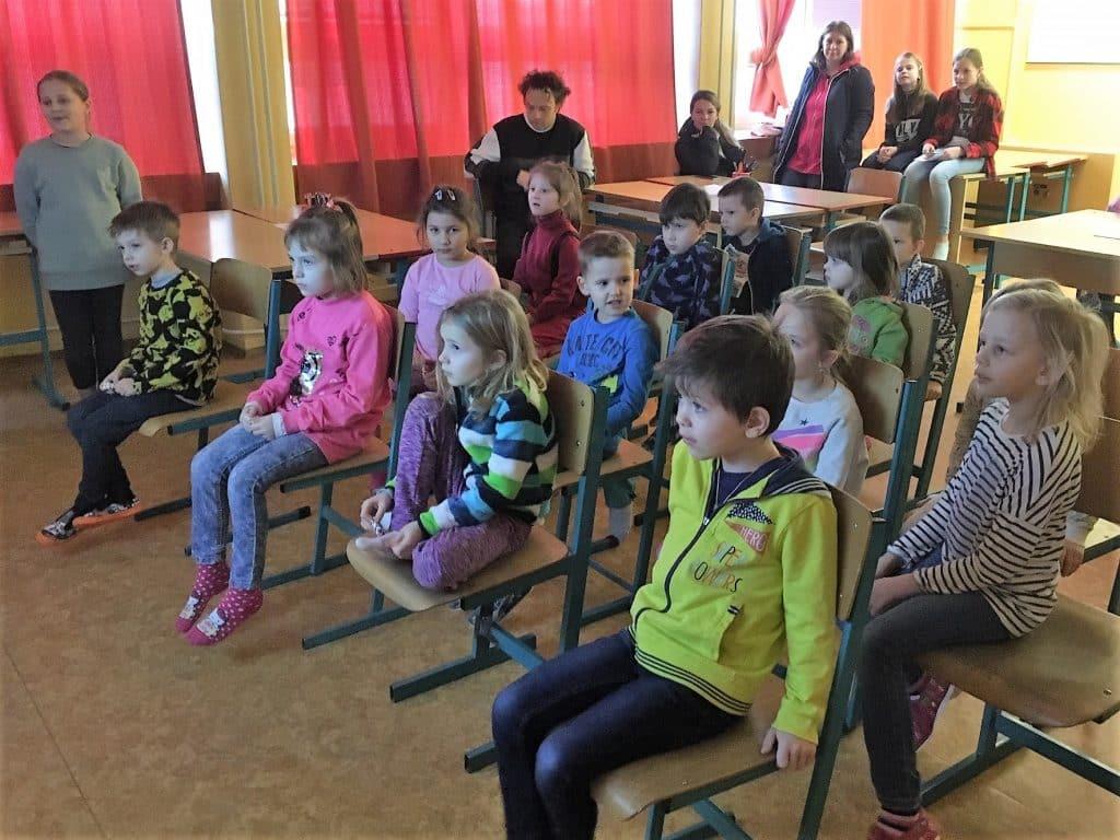 děti sledují film