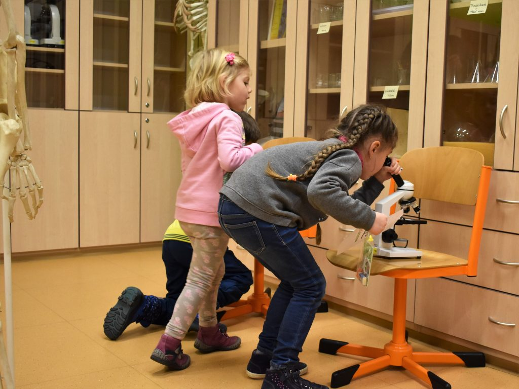 děti a mikroskop