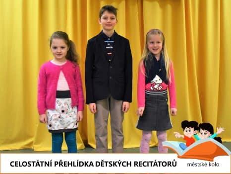 soutěžící v recitační soutěži