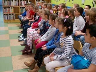 děti v knihovně