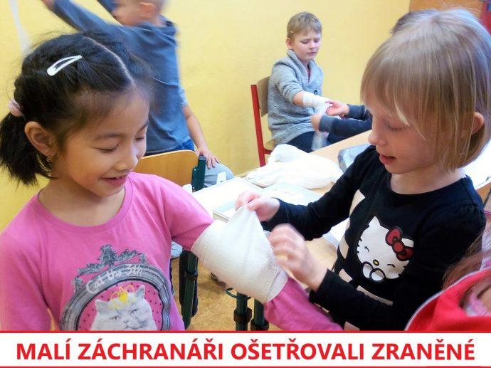 děti se učí první pomoc