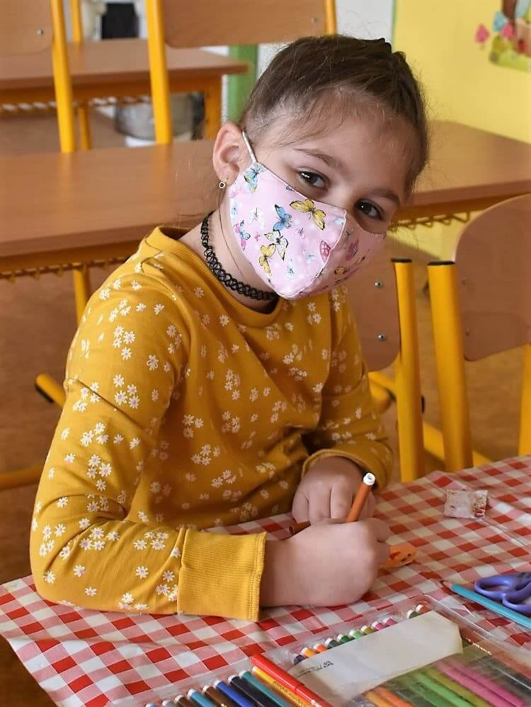 holčička kreslí