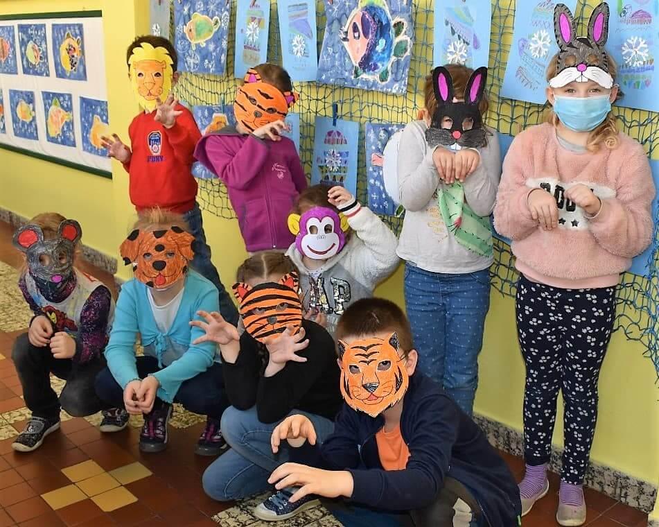 děti v maskách zvířat