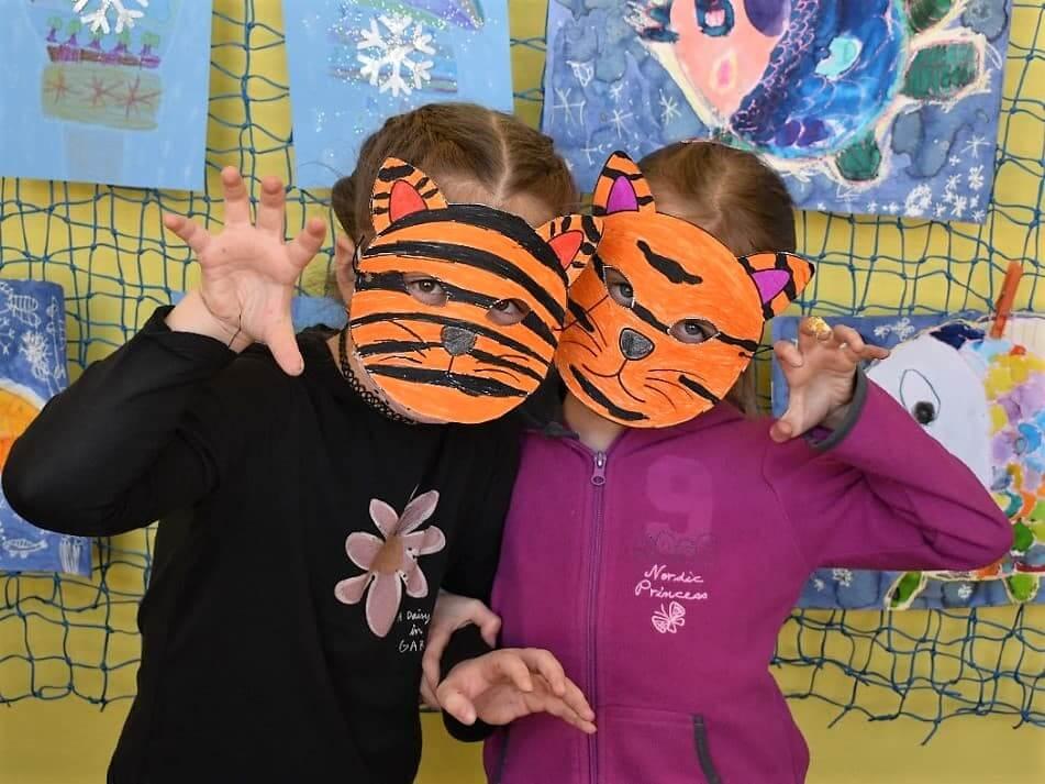 děti v maskách tygra